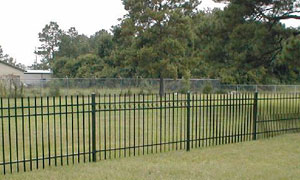 Why Aluminum Fences